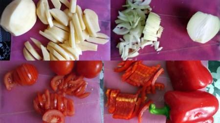 нарежьте картофель, лук, помидоры и перец
