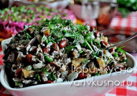 салат говядина фасоль сухарики