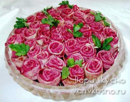 Салат роза из свеклы с блинами