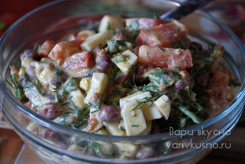 Салат с красной фасолью и помидорами