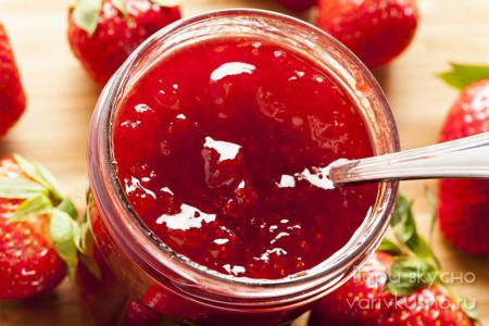 Варенье из ягод клубники с коньяком