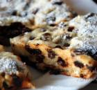 Творожный пирог в мультиварке с изюмом и черносливом