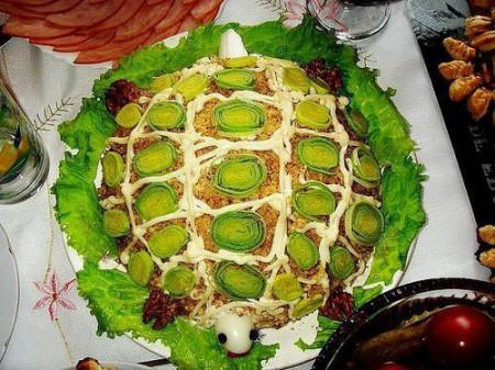 Салат Черепаха с яблоками фото