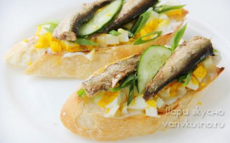 Приготовление бутербродов со шпротами
