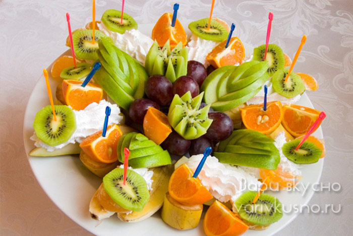 Праздничная фруктовая тарелка