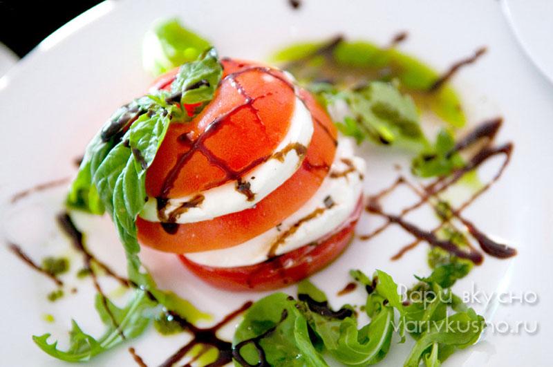 салат капрезе рецепт в помидоре