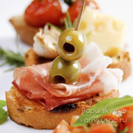 Канапе с оливками и ветчиной