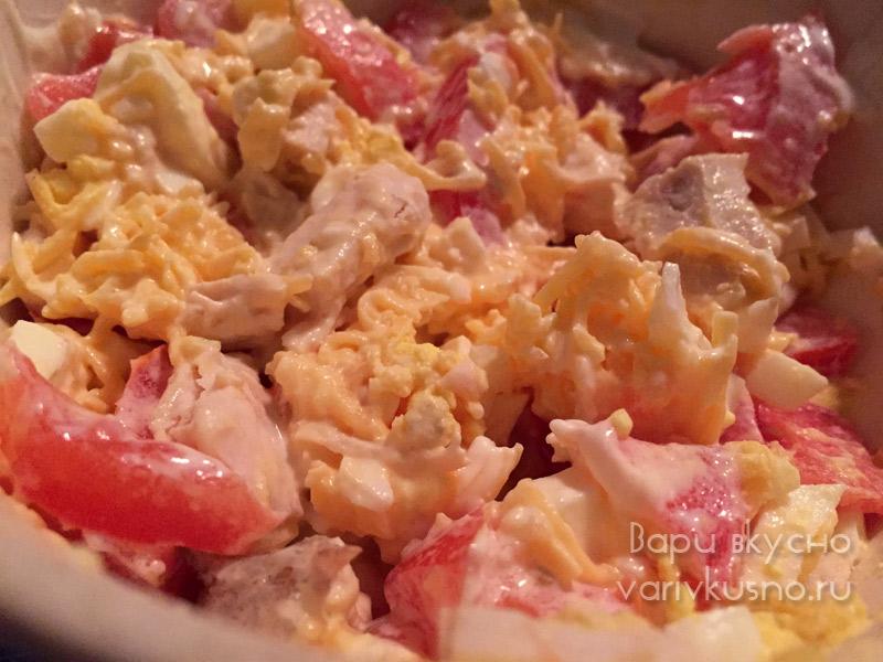 салат с сыром и помидорами яйцом