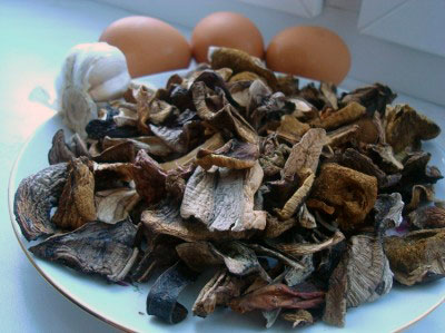 ингредиенты для фаршированных грибами яиц