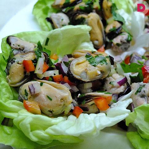 рецепты салатов с копчеными мидиями