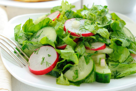 vesennie-salaty-s-cheremshoj-2