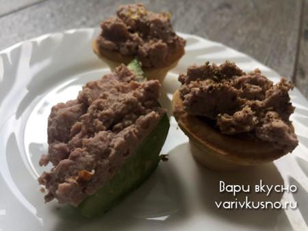 Яичный паштет с луком и грецкими орехами