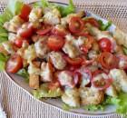 Как приготовить салат Цезарь в салатнике слоями