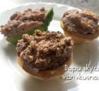 Яичный паштет с жареным луком и орехами